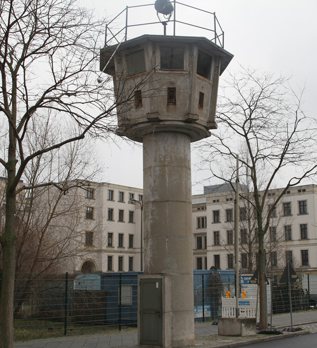 DDR-Wachturm-Potsdamer_Platz-Berlin (1)